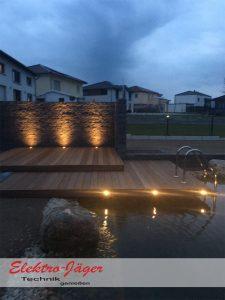 Terrassenlounge mit Schwimmteich